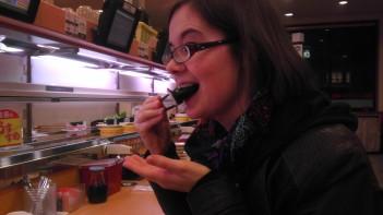 Carolyn eating suuuushi!