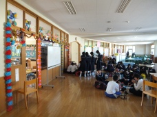 Decorations and students eating